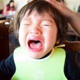 お食事エプロンを子どもが嫌がる!離乳食の時期別おすすめエプロンを教えて!