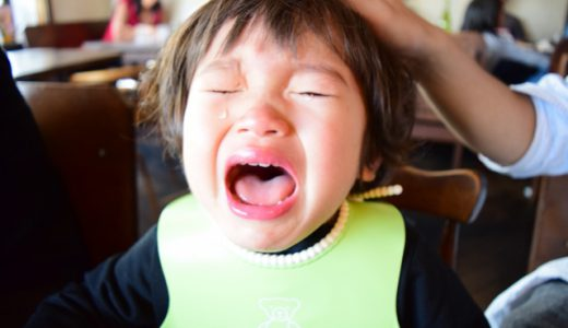 食事用エプロンを子どもが嫌がる!エプロンをつけてくれるようになるコツは?オススメのエプロンは?