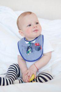 赤ちゃんのよだれかけはいつから必要?本当に活躍するスタイ選びのポイントは?