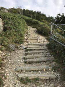 西島駅からの登山は急勾配